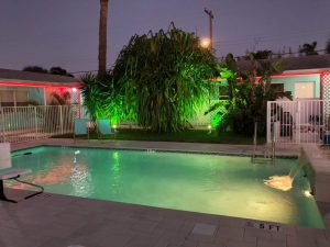 White Horse Motel - Swimming Pool - Relaxation - Green Light